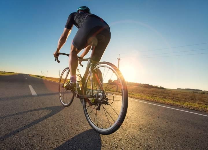 Comparing Aluminum vs Carbon Road Bikes