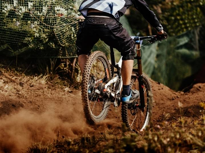 Mountain bike aluminum vs carbon: Which is better for you
