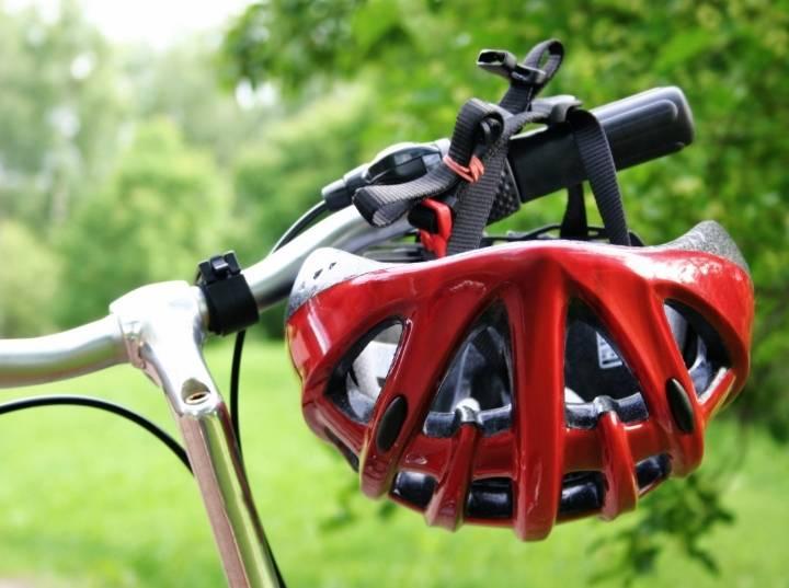 What is the difference between bicycle helmet vs skateboard helmet